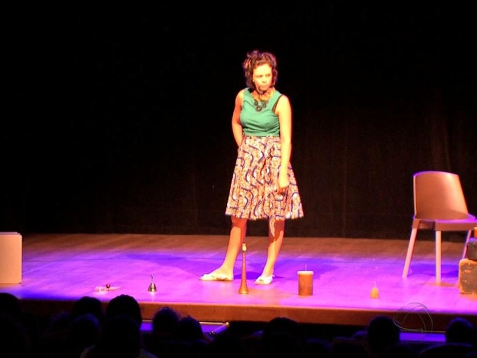 Espetáculos teatrais podem ser conferidos de graça (Foto: Reprodução/TVCA)