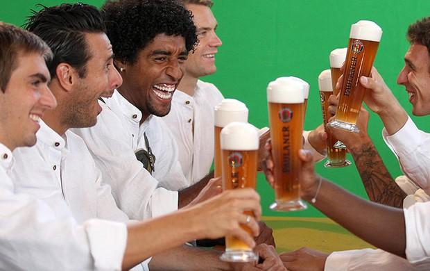 Dante, Cerveja, Bayern de Munique (Foto: Divulgação / Site Oficial do Bayern de Munique)