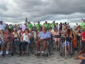 Paixão de Cristo oferece serviço gratuito para cadeirantes (Foto: Jaqueline Almeida/ G1)