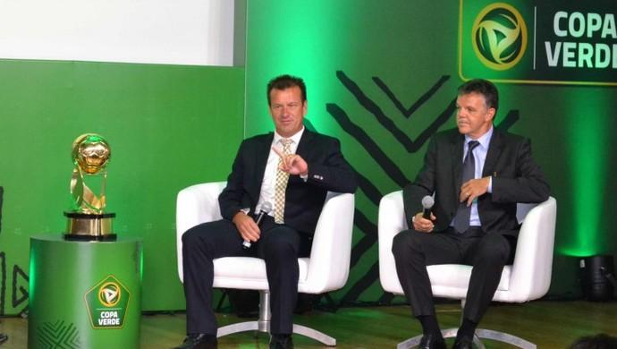 Dunga e Gilmar Rinaldi no lançamento da Copa Verde (Foto: CBF)