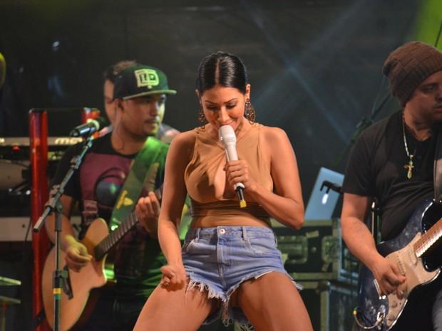 Simaria em show em Limoeiro, interior de Pernambuco (Foto: Felipe Souto Maior/ Ag. News)