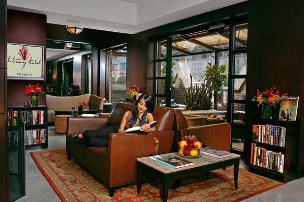 O Refúgio do Escritor é uma das áreas comuns no Library Hotel (Foto: Library Hotel/Divulgação)