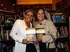 Rita Cadilac vai ao lançamento do livro de Walcyr Carrasco