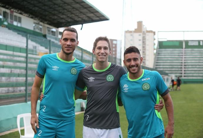 Neto, Follman e Alan Ruschel treinam com grupo em Chapecó (Foto: Sirli Freitas / Chapecoense)