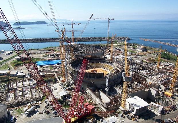 Obras de construção da usina nuclear de Angra 3 , em Angra dos Reis, no Rio de Janeiro. As investigações da nova fase da Operação Lava Jato podem atrasar as obras da usina (Foto: Agência Brasil)