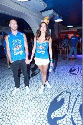 Thaila Ayala com namorado (Foto: Marcello Sá Barretto/AgNews )