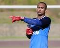 Fora da lista de relacionados, Douglas Pires pode ser negociado pelo Bahia