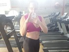 Paulinha exibe barriga sequinha e decote em academia: 'Secar e trincar'