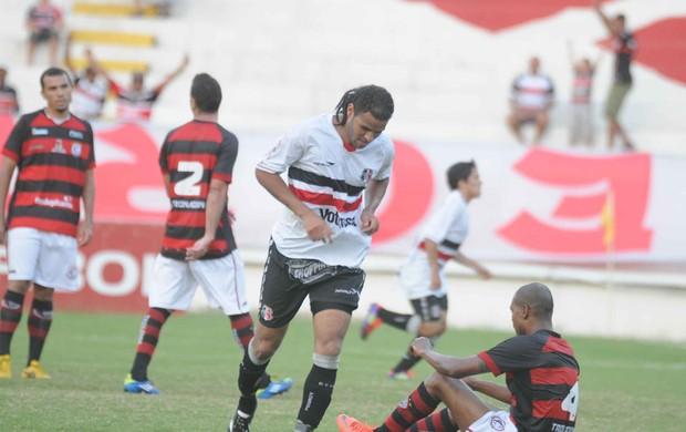 Santa Cruz x Campinense - Dênis Marques (Foto: Aldo Carneiro/Pernambuco Press)