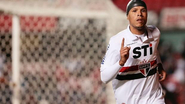 Luis Fabiano gol São Paulo x Vitória (Foto: Miguel Schincariol / Ag. Estado)