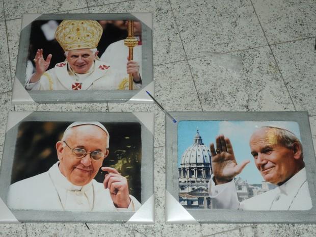 Polícia Federal prende espanhol com cocaína escondida dentro de quadros do Papa e turbina automotiva  (Foto: Polícia Federal )