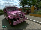 Cor de rosa inspira dois moradores de Pernambuco