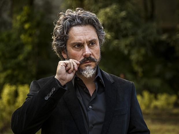 No ar como o comendador José Alfredo, Nero faz 45 anos (Foto: Paulo Belote / TV Globo)
