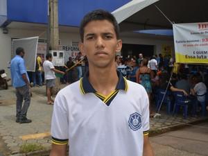 Igor Henrique é aluno do ensino médio e apoia a greve contra a reforma da previdênica (Foto: Hosana Morais/G1)