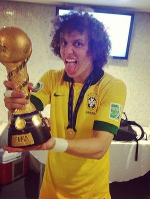 David Luiz taça Instagran (Foto: Reprodução / Instagram)