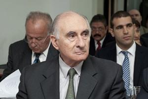O ex-presidente argentino Fernando de La Rúa durante o julgamento, nesta terça (14), em Buenos Aires (Foto: AFP)