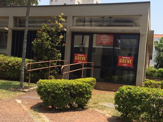 Greve afeta agências bancárias na região de Campinas, SP (Foto: Roberta Steganha / G1)