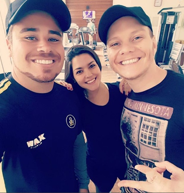 O personal trainer Bruno d'Orleans ao lado do casal Thais Fersoza e Michel Teló (Foto: Reprodução/Instagram)