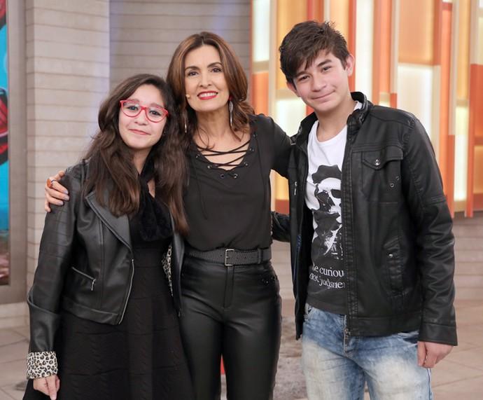Convidados do Encontro posam com a apresentadora (Foto: Isabella Pinheiro/Gshow)