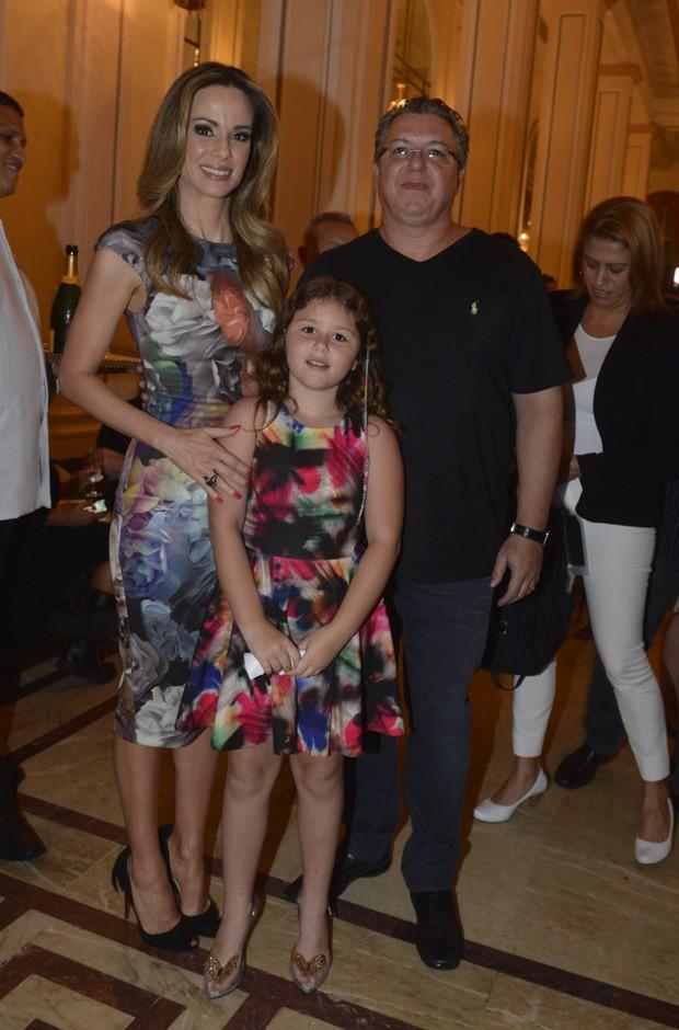 Ana Furtado com o marido, Boninho, e a filha do casal, Isabella (Foto: Fabio Cordeiro/QUEM)