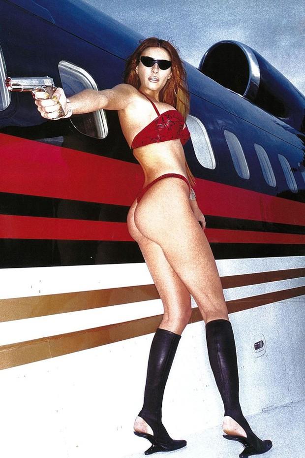 Melania Trump posa à vontade para a GQ britânica em 2000 (Foto: Divulgação/ Antoine Verglas)