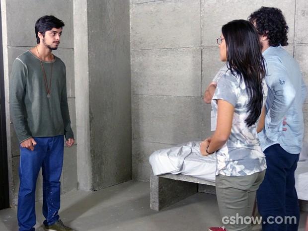 Marlon explica à tropa do bem como ele vai soltar o grupo (Foto: Além do Horizonte/TV Globo)