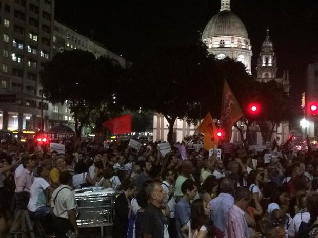 Manifestantes se concentraram na Praça da Candelária, no Centro do Rio, para protesto contra o processo de impeachment da presidente afastada Dilma Rousseff. (Foto: Nicolás Satriano/G1)