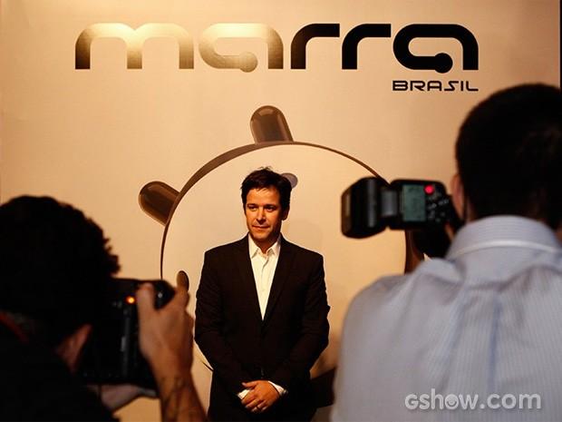 O protagonista Murilo Benício é cercado por fotógrafos ao chegar ao evento (Foto: Fábio Rocha/TV Globo)
