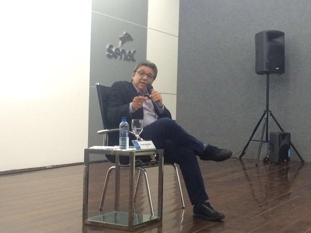 Candidato à prefeitura de Maceió Paulo Memória, durante sabatina realizada pela Fecomércio (Foto: Carolina Sanches/G1)