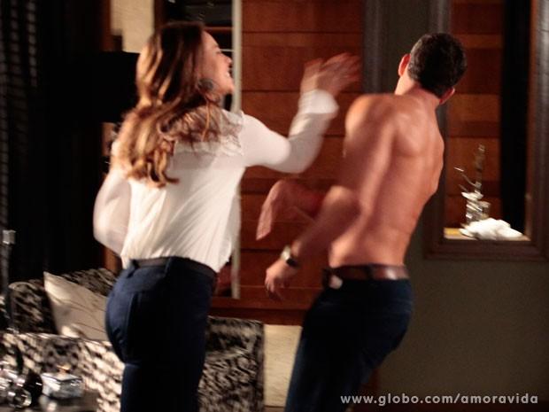 Bruno leva uma bofetada de Paloma (Foto: Pedro Curi/TV Globo)