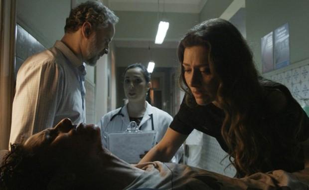 Dan Stulbach, Carol Duarte e Maria Fernanda Cândido em cena de A Força do Querer (Foto: TV Globo/Divulgação)