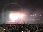 Multidão acompanha Tocha Olímpica na Praia da Ponta Negra em Manaus