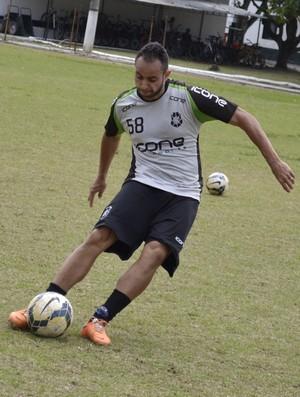 Douglas, lateral do Rio Branco-ES (Foto: Sidney Magno Novo/GloboEsporte.com)