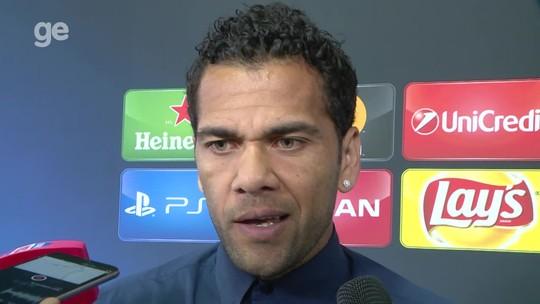 """Nocauteado, Dani Alves reconhece: """"Se der a bola para o Real, eles te amassam"""""""