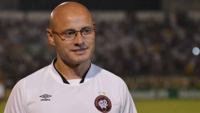 Leandro Ávila, técnico interino do Atlético-PR (Foto: Site oficial do Atlético-PR/Gustavo Oliveira)