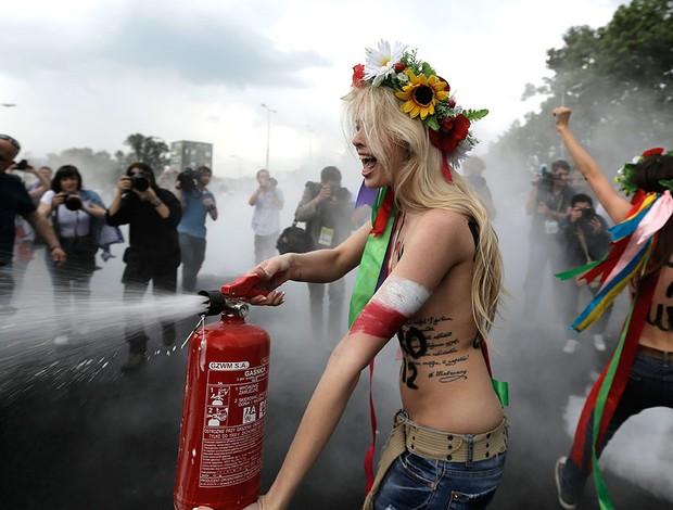 protesto grupo feminista topless eurocopa 2012 (Foto: Agência AP)