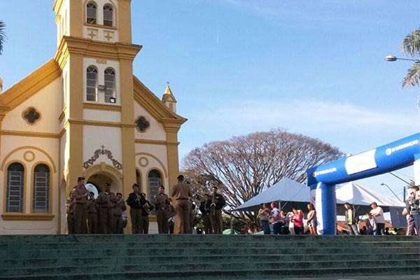 """No total, foram dez mil atendimentos na manhã de sábado (23), na região de """"Ermida"""" (Foto: Felipe Cruz)"""