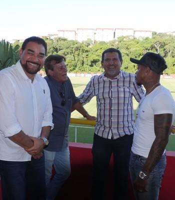 Marinho esteve em reunião na Toca do Leão (Foto: R. Santin / EC Vitória)