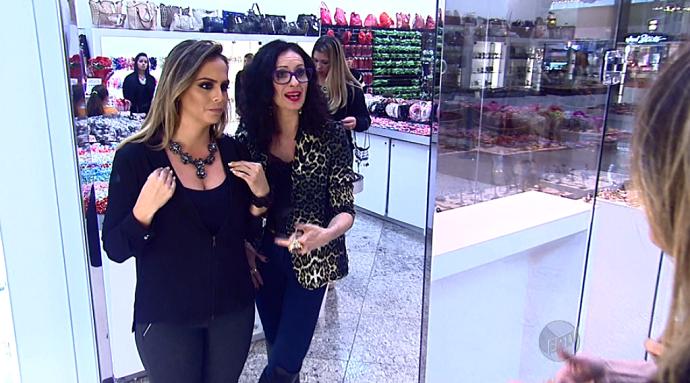 Aline Lima e a consultora Ana Vaz fazem combinações de acessórios  (Foto: reprodução EPTV)