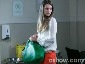 Lili sempre apostou nas cores no assunto bolsas! (Foto: Além do Horizonte / TV Globo)