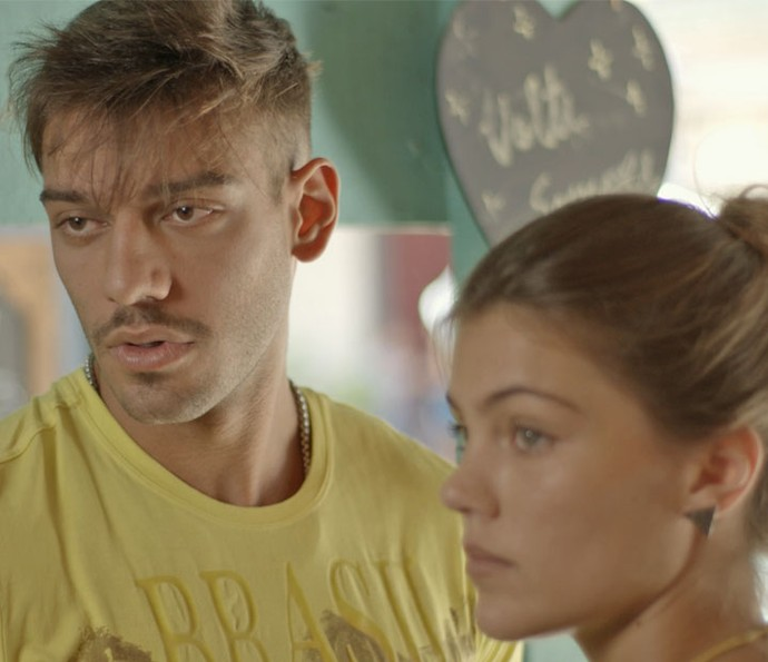 Uodon fica bem impressionado, mas Alina não gosta da presença da argentina  (Foto: TV Globo)