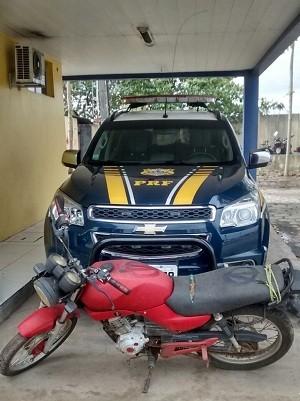 Moto roubada foi apreendida (Foto: Ascom/PRF)