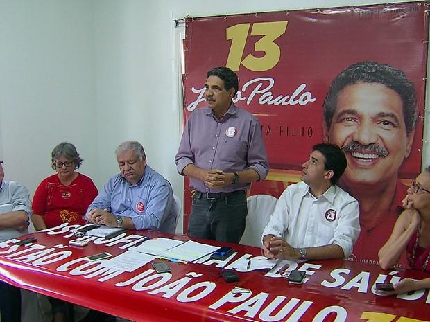 João Paulo (PT) participou de reunião com profissionais de saúde no comitê da campanha, na Boa Vista, Centro do Recife (Foto: Reprodução/TV Globo)