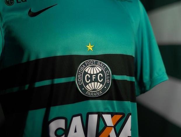 Coritiba lança camisa com polêmica de cor: azul ou verde?