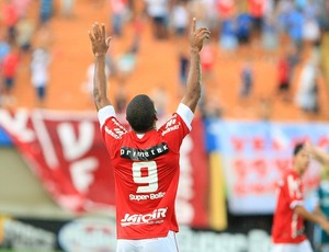 Patric, atacante do Vila Nova (Foto: Wildes Barbosa / O Popular)