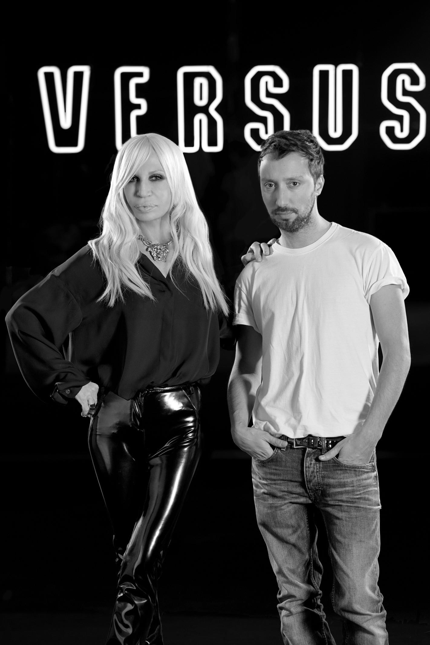 Donatella Versace e Anthony Vaccarello (Foto: Divulgação)