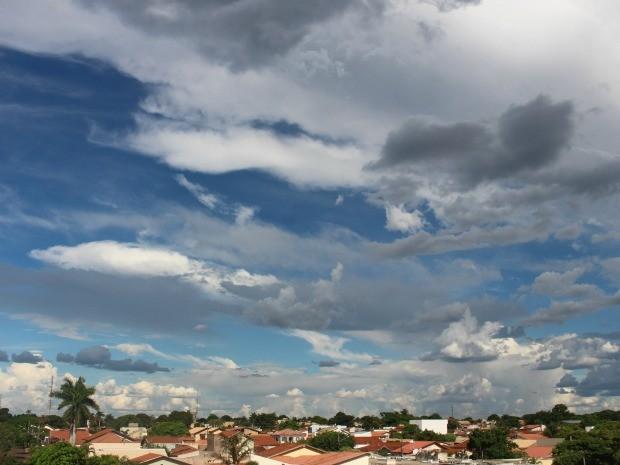 Céu de Campo Grande na tarde deste domingo (1º) (Foto: Adriel Mattos/G1 MS)