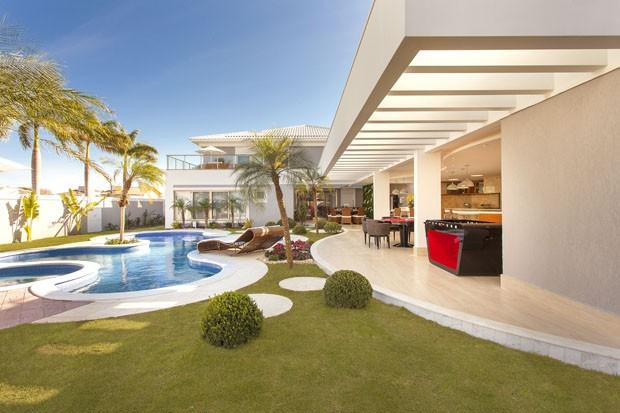Zagueiro Gil mostra sua nova casa no Brasil (Foto: Leandro Farchi)