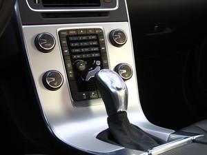 Transmissão do Volvo V60 é automática de seis velocidades (Foto: Divulgação)