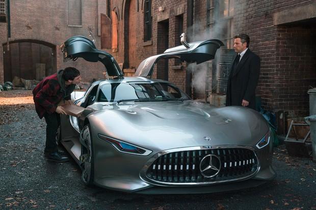 Conceito Vision virou o carrão de rua do herói Bruce Wayne (Ben Affleck) (Foto: Divulgação)